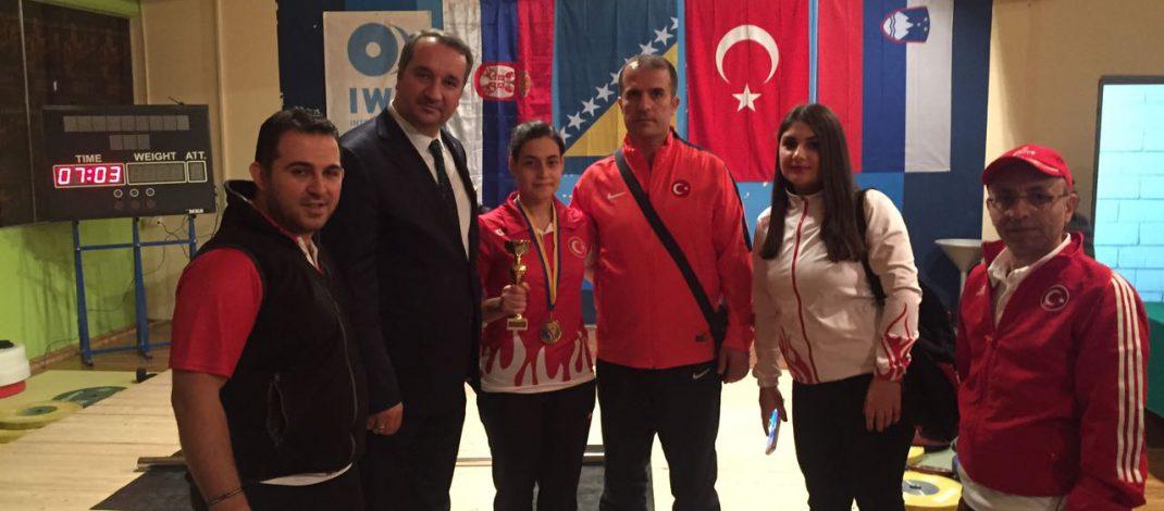 Bosna Kupası Halter Şampiyonasında , Milli sporcularımız takım halinde birinci oldu.