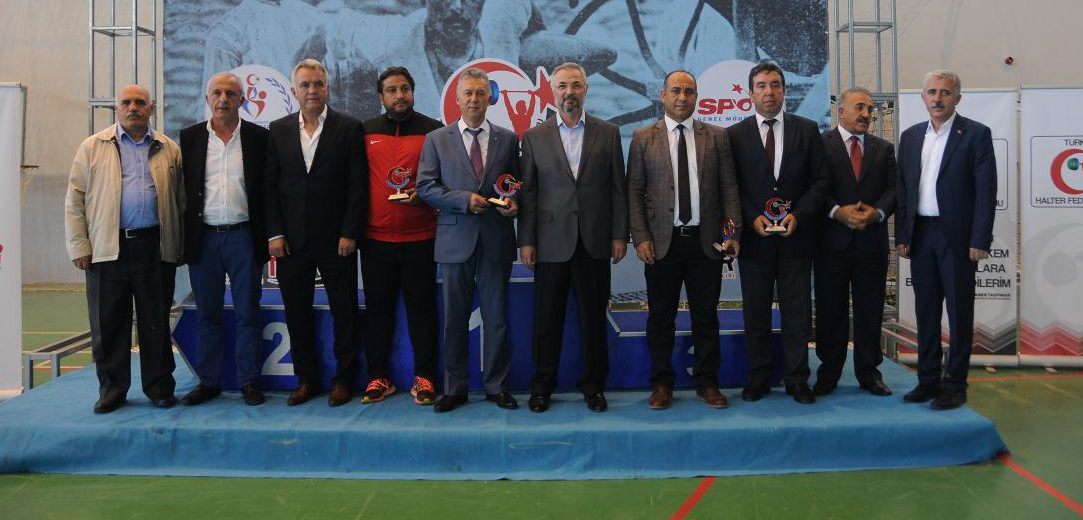 Seyit Onbaşı Yıldızlar Kulüpler Türkiye Halter Şampiyonası'nın Açılış Seremonisi Gerçekleştirildi