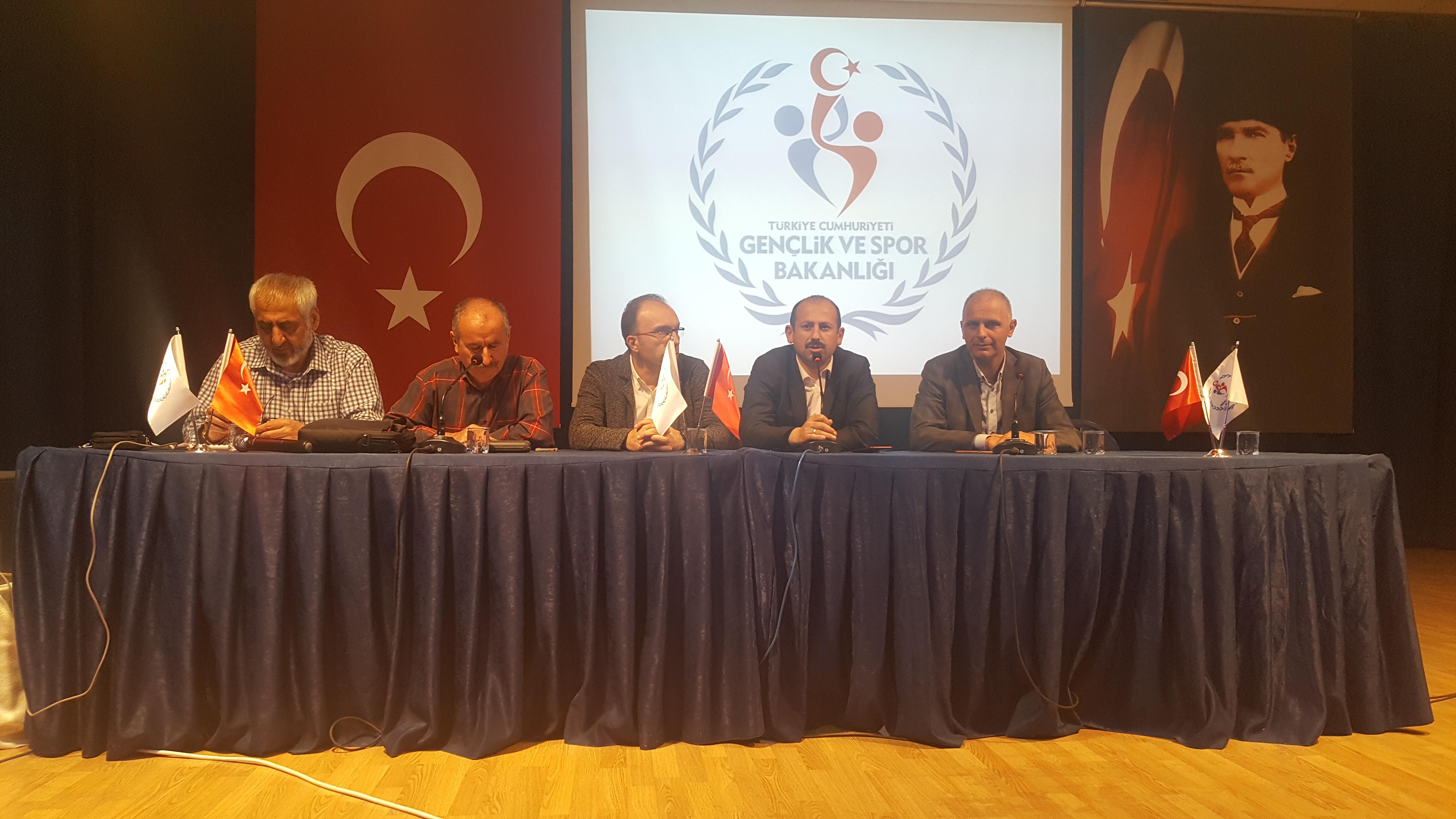 Yıldızlar Kulüpler Türkiye Halter Şampiyonası Düzce Spor Salonunda başladı.