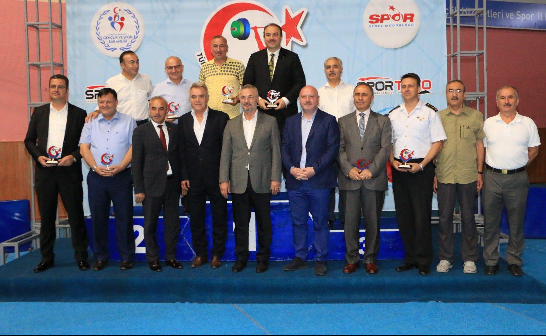 Gençler ve 23 Yaş Altı Ferdi Türkiye Halter Şampiyonası'nın açılış seremonisi gerçekleşti.