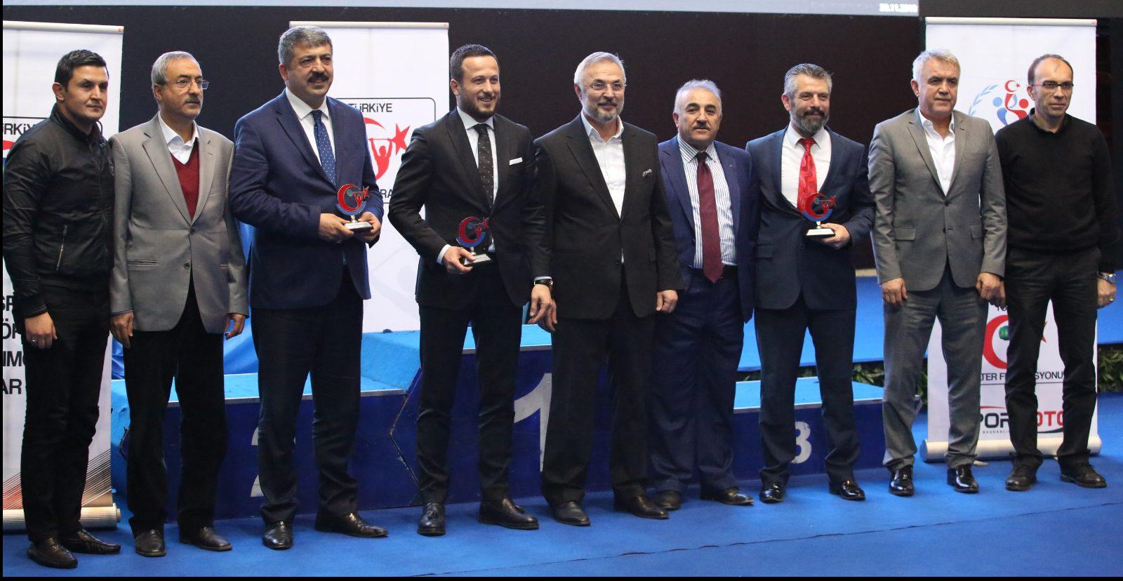 Yıldızlar ve 15 Yaş Altı Ferdi Türkiye Halter Şampiyonası Ankara Atatürk  Spor Salonunda sona erdi .