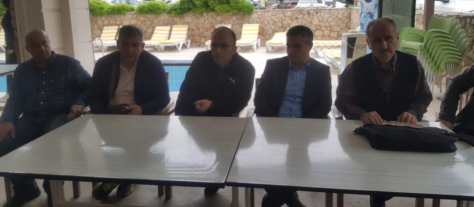 Gençler Kulüpler Türkiye Halter Şampiyonası Aydın'ın Didim ilçesinde  Didim Kapalı Spor Salonunda başladı.