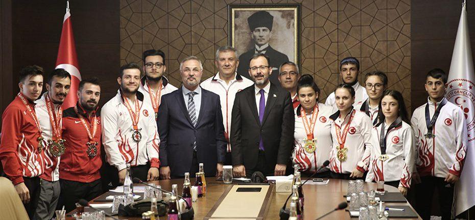 Gençlik ve Spor Bakanımız Dr. Mehmet Muharrem Kasapoğlu Milli Haltercileri Kabul Etti