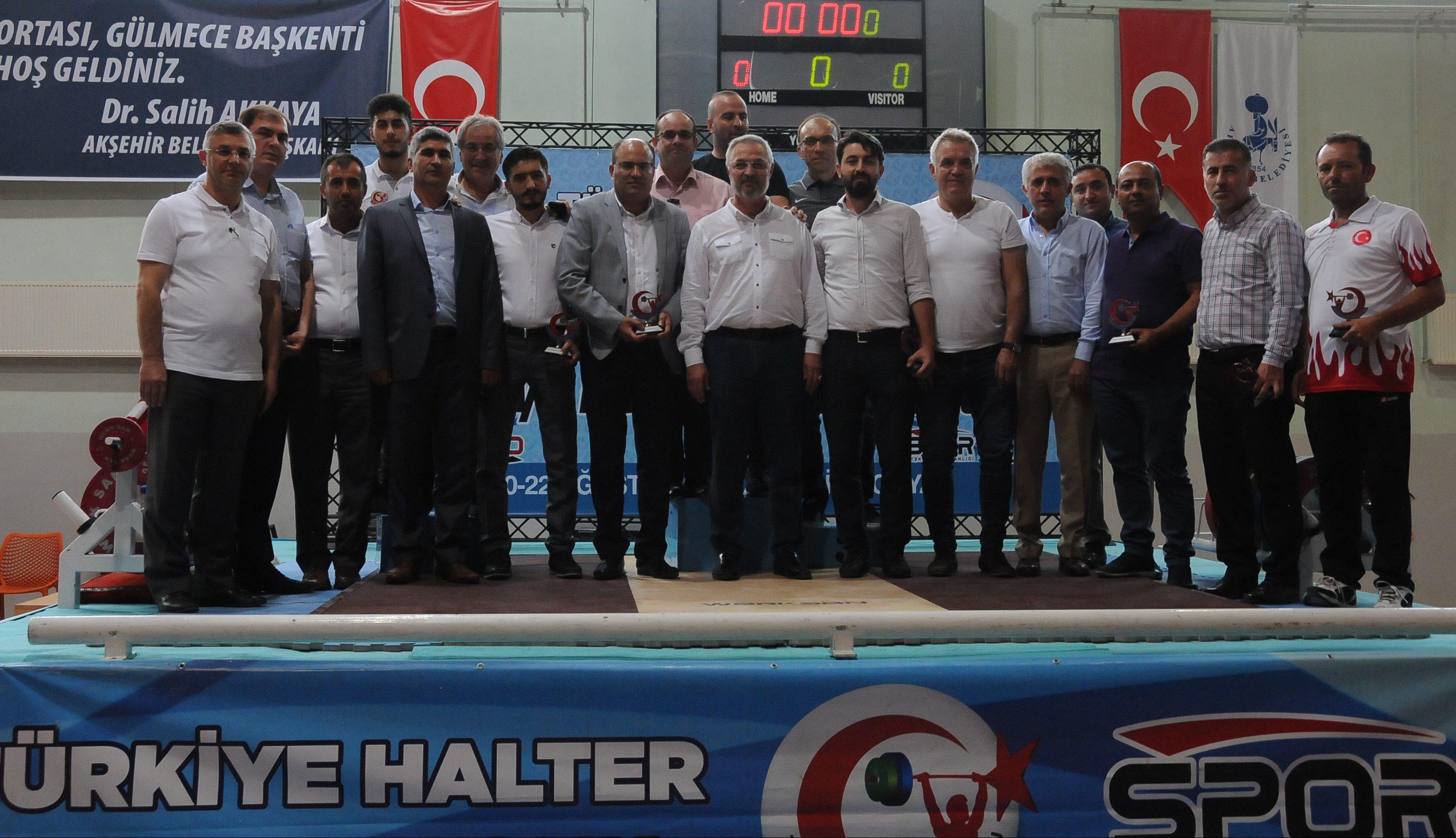 Minikler Türkiye Halter Şampiyonası Akşehir Zekai Baloğlu Kapalı Spor Salonu'nda sona erdi..
