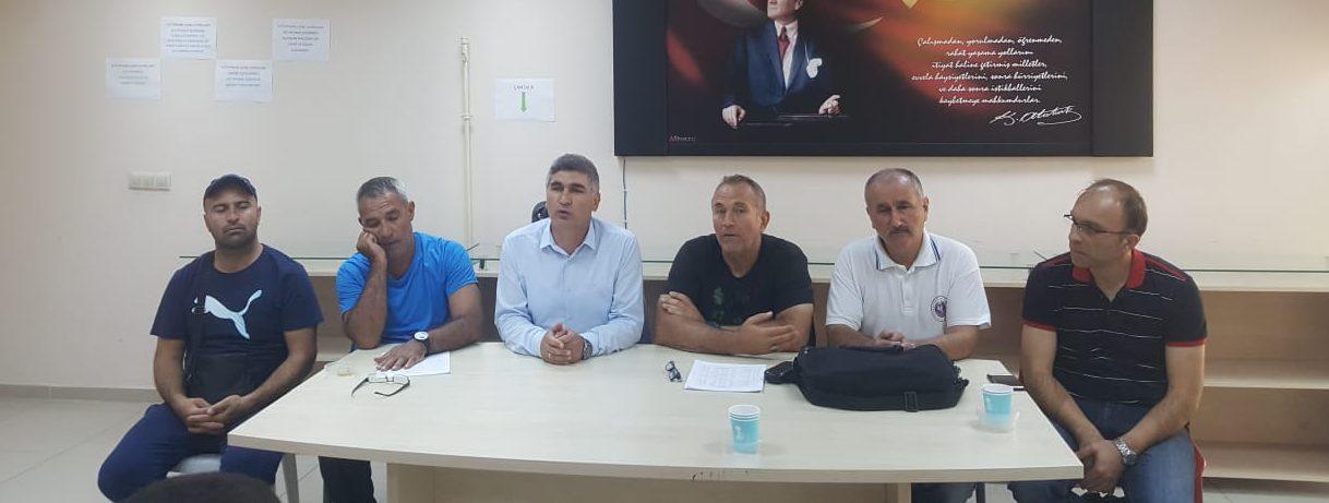 Minikler Türkiye Halter Şampiyonası Akşehir Zekai Baloğlu Kapalı Spor Salonunda başladı.