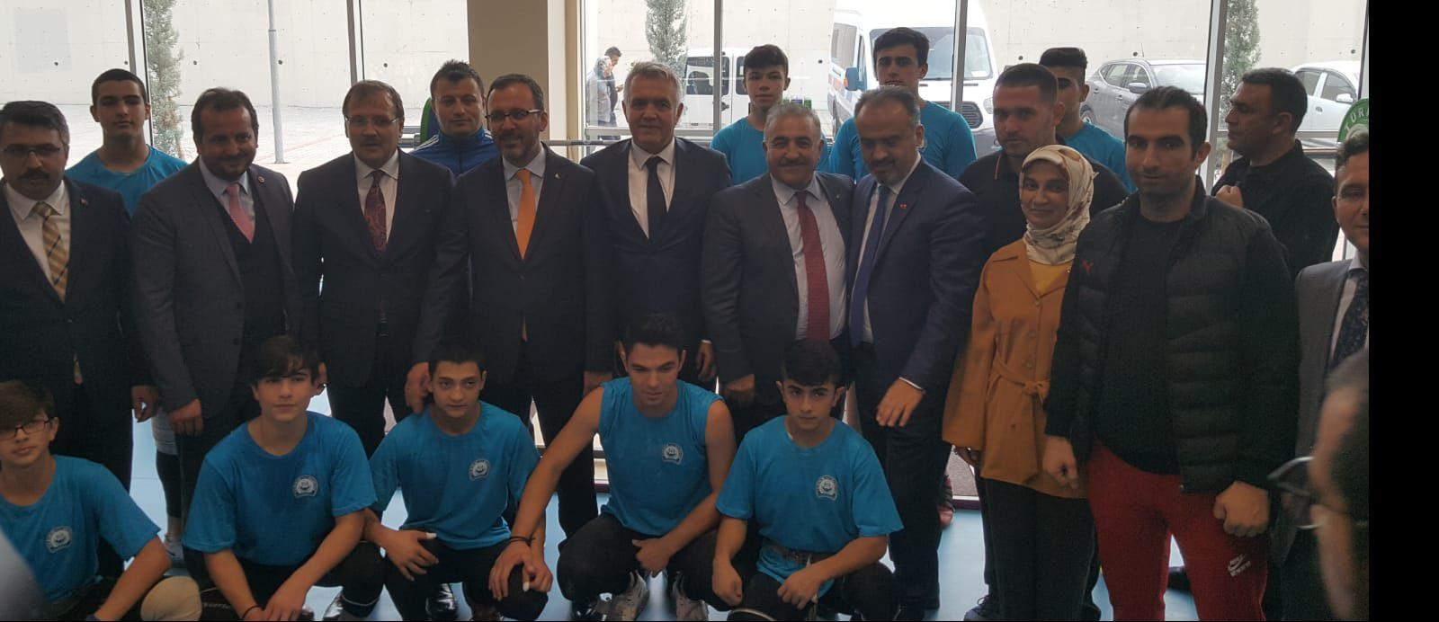 Gençlik ve Spor Bakanı Mehmet Muharrem Kasapoğlu, Bursa'da Naim Süleymanoğlu Spor Kompleksi'nin açılışını yaptı