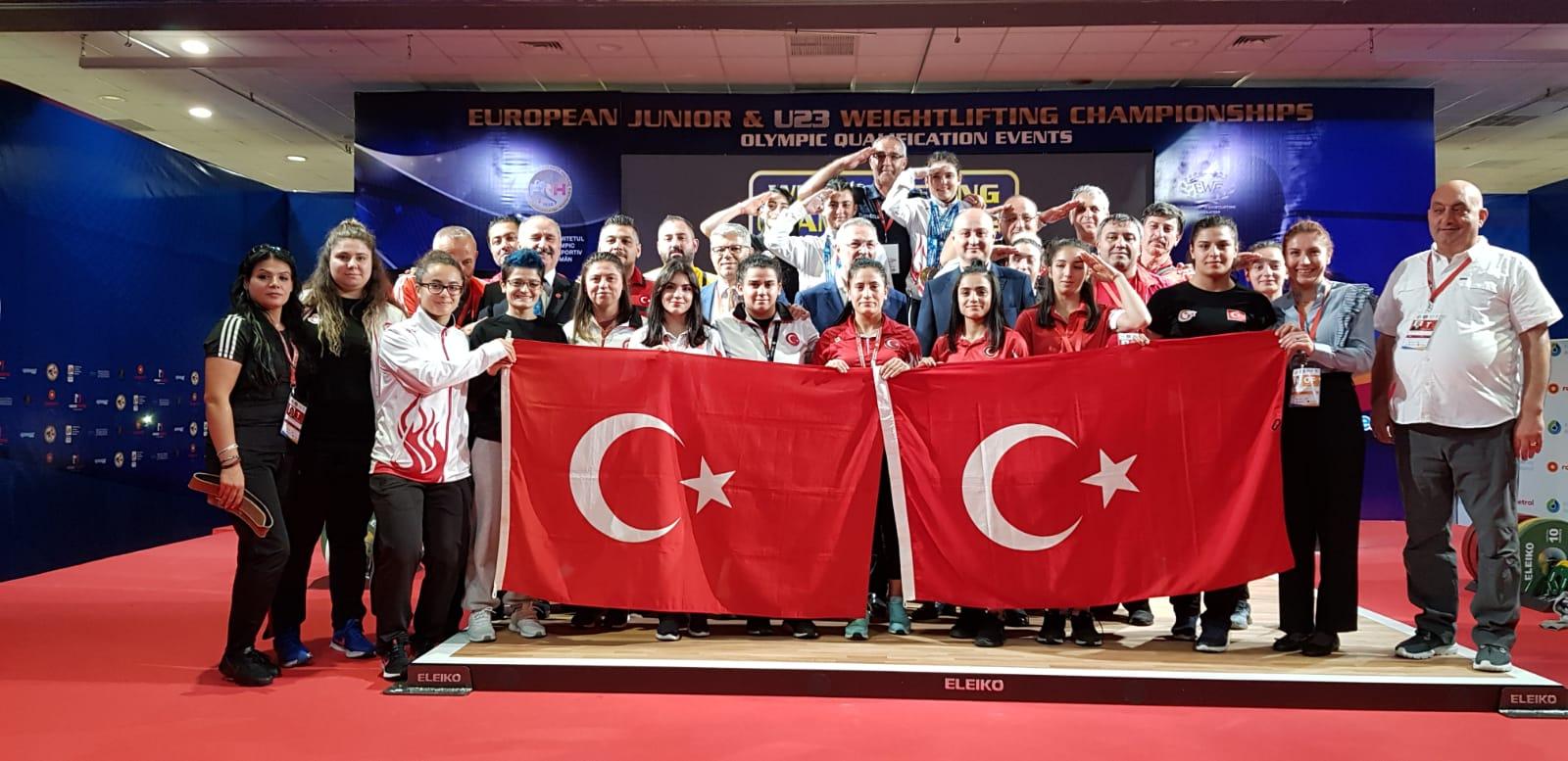 Ayşegül Çakın Altın madalyamı Barış Pınarı Harekatı'nda görev yapan Mehmetçiğe armağan ediyorum