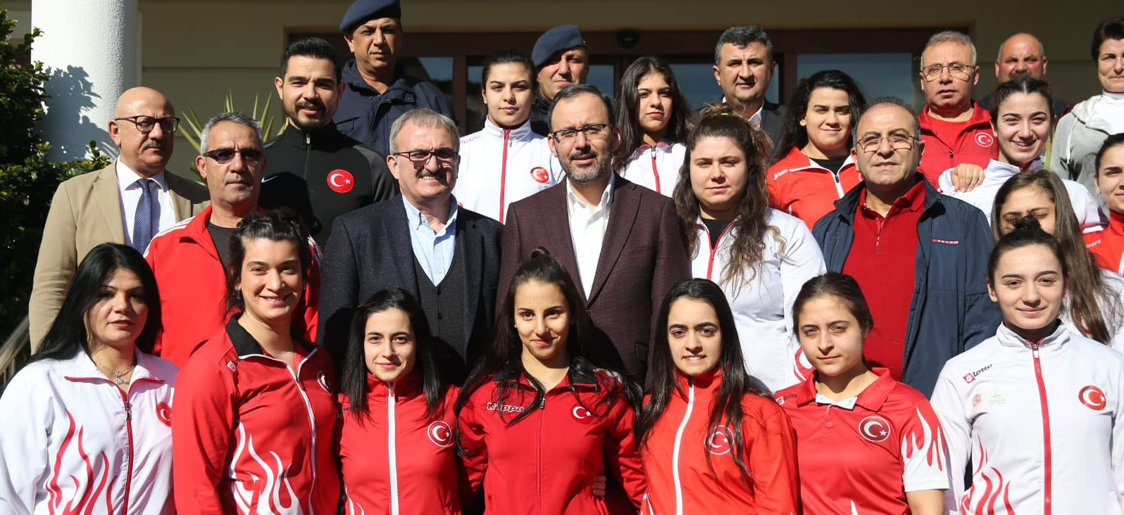 Gençlik ve Spor Bakanımız Dr. Mehmet Muharrem Kasapoğlu, Halter Kadın Milli Takımını Ziyaret Etti.